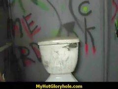 Hottie Sucks Cock Negro En Club de Gloryhole 7 de