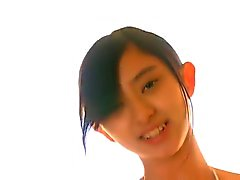 Dun , mager Aziatisch Meisje in Witte Bikini