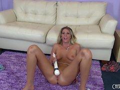 Dazzling Alysha Rylee sends a vibrator working its magic on her peach