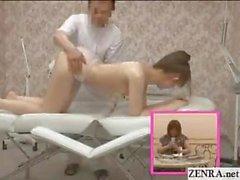 Topless le Japon écolière n'a de massage sur âne et de le clito