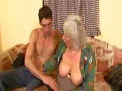 Старые Granny Норма еще трахает