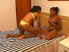 Sütü Passion - emziren Brazilian lesbians