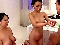 Zwei Damen auf eine massive Stich
