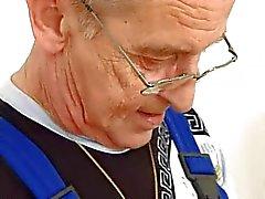 Hot Blond knullar med gammal man ( tysk )