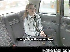 FakeTaxi - Маленький австралийского при напряженную задницу