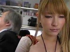 Heta kvinnor smutsades på bussen 1 - Mer om hdmilfcam