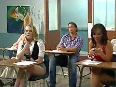 Kagney veut essayer le robinet épais italien, l'enseignant tony bangs elle sur le bureau!