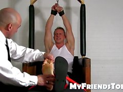 Atados sub pies homosexuales cosquillas por su maestro pervertido sexual