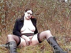 Joufflue amateur de clignoteur L'Alyss à masturbates publique