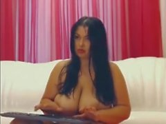 Busty chubby brunette camshow