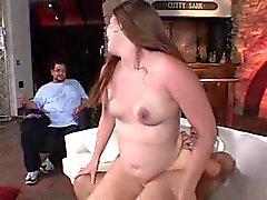 Smallish Tits Fin Gut tjej blir knullad