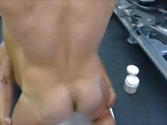 MM zwei Hairy Muscle Hunks ficken roh im Fitnessstudio