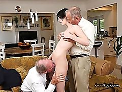 Jeune Slut Alex Harper Gets Shared By Old Men