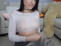 Peitos grandes e alguns brinquedos sexuais perversos em ação