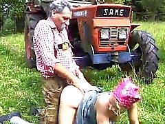 Gammal traktor Man och hans söta Milkmaid