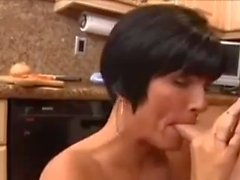 cumshot in mouth brunette2