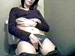 Hidden cam caught milf masturbating - amateur