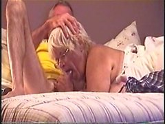i have on my yellow shirt in the bed and she is sucking my cock