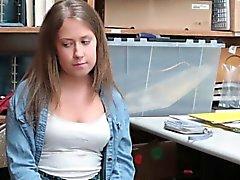 Naughty Brooke Bliss wurde gefangen und gefickt