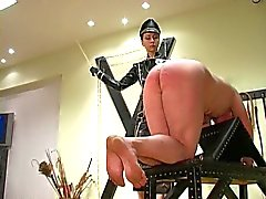 Femdom Keizerin Maxena militaire caning