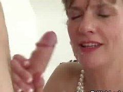 Slutty mature Lady Sonia gets a cumshot