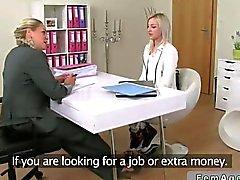Weiblichen Agentin macht ihre was der beste Weg möglichst