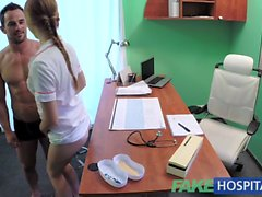 FakeHospital patient masculin sexy éjacule chez bouche sales infirmiers