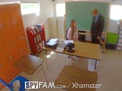 SpyFam lärare styvdotter Nina Skye knullar styvfar