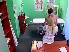 Milf infirmières putain d' étudiante du patient