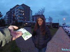 Agent public Sexy timide Russe babe baisée par un étranger