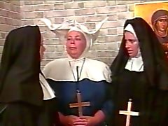 Kinky lesbo nunnia BDSM tyyli