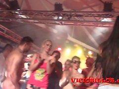 Orgia en la pornoband en el FEDA 2015 by Viciosillos.com.mp4