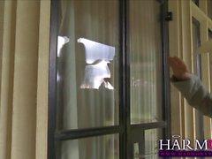 Paige Turnah mène son esclave sexuelle Samantha Bentley
