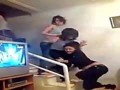 Arabianmeren tytöt näytä hihnoja kun he tanssia 2,015 tuhat
