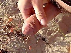 Kıllı bir penis plaj uzakta ile sarsıldı