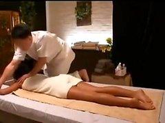 Сексуальный любитель, получающий хардкор-массаж горла