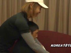 korea181 - Sexig Cougar Klädd för Golf