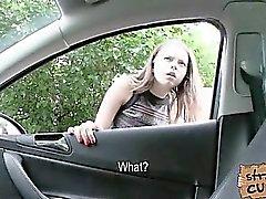 étudiante Russie avec de grandes seins baisée dans le véhicule par les un massive cock