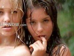Babysitters bonitas na chuva