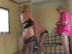 Joyce fait la pute avec Vieux pervers A75
