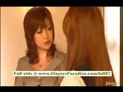 Мию Hoshino китайской школьницей любит быть трахнул со спины