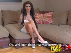 FakeAgentUK Petite UK babe ilk kez anal deniyor