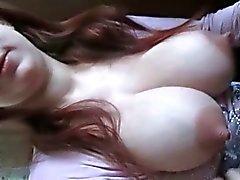 Pechugón adolescentes rusa muestra sus enormes pechos