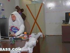 GRAB ASS - Jacking mais de uma lanterna neste escritório Halloween