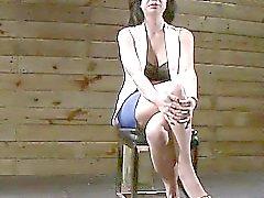 Auf eine Planstelle geknebelten Asian Kimmie Schutze von hinten gefickt Gebunden