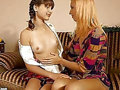 Blumen-Liebhaber von Sapphic Erotica lesbische Liebe Porno mit Minerva Liona