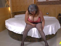 LATINCHILI Latina mature solo masturbating