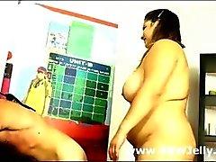 Zwei Mollige Frauen Femdoms verprügeln bzw. Kulturpflanzen männliche Unterwürfig Erfahrungsniveau