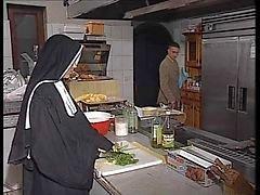 Tyska nunna analt i köket
