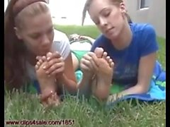Mes amis me sucent les pieds